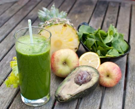 gezonde sap gemaakt van vers geperst fruit en groenten