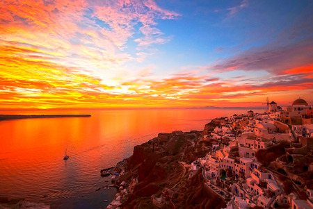 Oia Santorini Greece famous with romantic and beautiful sunsets Фото со стока - 26098968