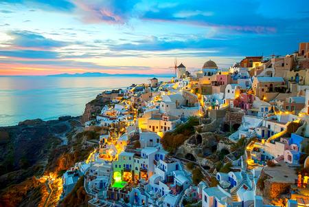 로맨틱하고 아름다운 석양으로 유명한 이아 산토리니 그리스
