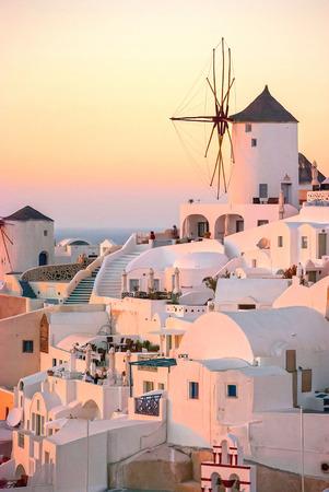 molino de agua: Oia Santorini Grecia famoso con hermosas puestas de sol románticas Foto de archivo