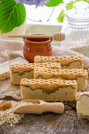 homemade oats honey and cinnamon soap using olive oil shea and cocoa butter Stok Fotoğraf