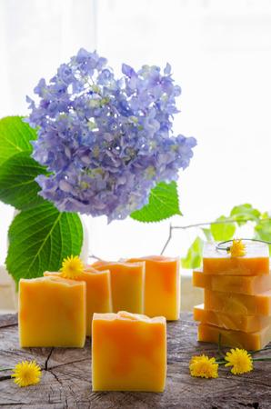 수제 오렌지와 민들레 허브 천연 비누 올리브 오일 시어와 코코아 버터 사용