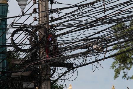 通信: 電気送電線・市の通信回線 写真素材