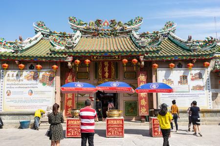 26 DEC, 2019 - BANGKOK, THAILAND : Many tourists praying Chinese God at Dragon Temple. 新聞圖片