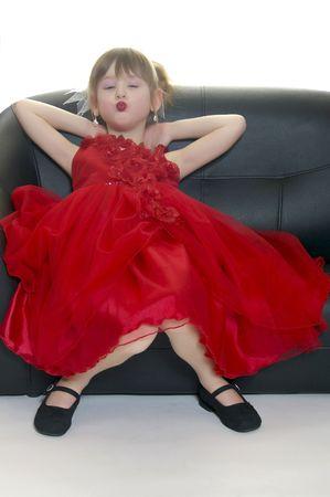 Een klein meisje puckering voor haar glamoure schot.