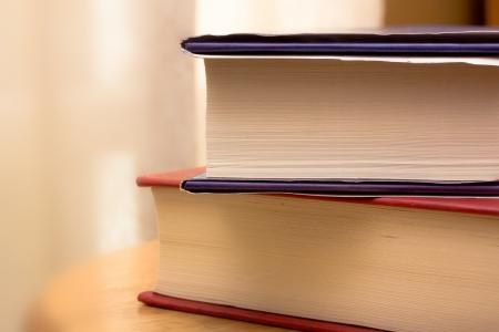 2 冊の本