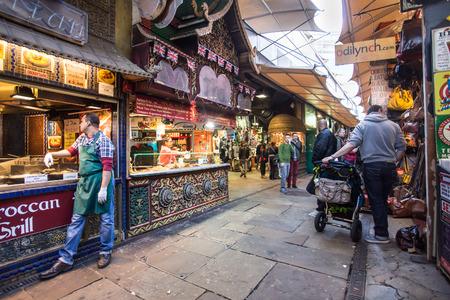 ロンドン、イギリス - 2014 年 10 月 10 日: ロンドンのカムデン市場で馬小屋のビュー。 報道画像