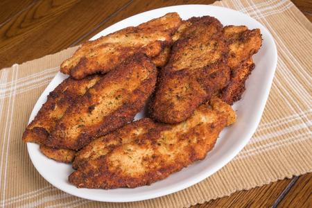 Plato de chuletas de pollo frito estilo italiano Foto de archivo - 44991953