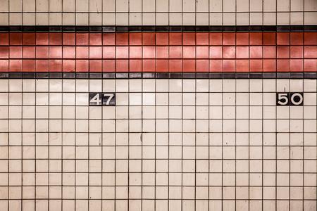 ニューヨーク市地下鉄の壁のタイル