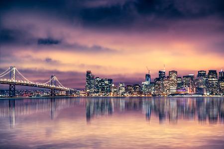 美しいサンフランシスコのスカイラインと湾の夕景 写真素材