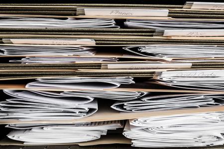 論文、請求書、請求書、ファイルにおける財務諸表のスタック 写真素材
