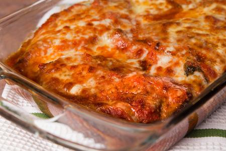 本格的な伝統的なチキン パルメザン チーズ入りのパン