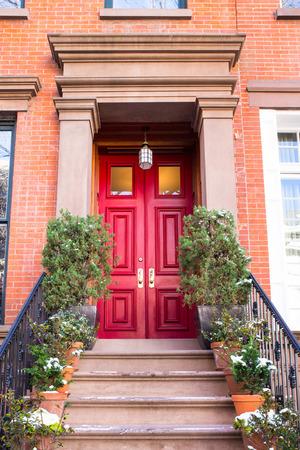 Typische Eingangstür zu einem New York City Wohnhaus Wohnhaus