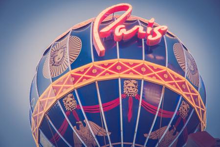LAS VEGAS, NEVADA - MAY 18, 2017: Detailed view of the landmark hot air balloon outside Paris Las Vegas Resort and Casino with vintage tone. 版權商用圖片