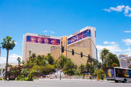 LAS VEGAS, NEVADA - MAY 18, 2017:  View of The Mirage Hotel Resort and Casino along the Vegas Strip on a sunny day. 에디토리얼
