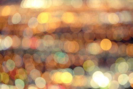 Defocused bright city lights blur with buildings and traffic Foto de archivo - 101922613