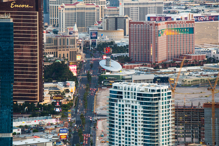 LAS VEGAS, NEVADA - MAY 15, 2018: View of world famous Las Vegas Boulevard also know as The Vegas Strip, with many luxury resort casino hotels in view. 報道画像