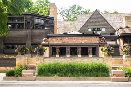 OAK PARK, ILLINOIS - JUNE 23, 2018:  View of home and studio of influential architect Frank Lloyd Wright as seen from the outside. 에디토리얼