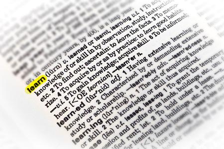 la parola LEARN evidenziata con definizione nel dizionario inglese.