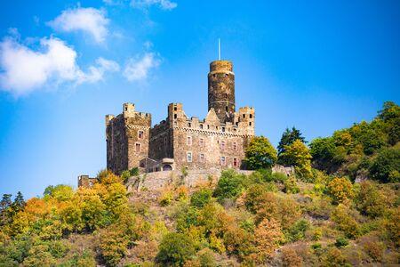 Château historique de Maus, Sankt Goar Allemagne, vu du Rhin Banque d'images
