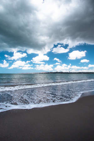 Dark storm clouds over Beautiful black sand beach and ocean at shoreline seen from Puerto Rico 免版税图像