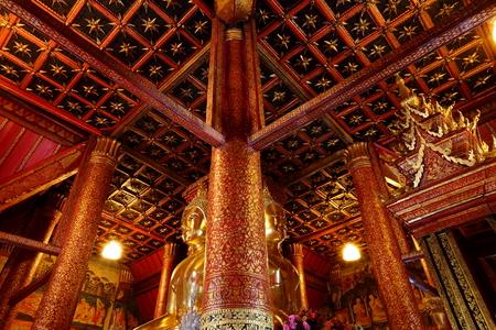 monasteri: L'interno antico a Wat Phumin nella provincia di Nan, Thailandia.