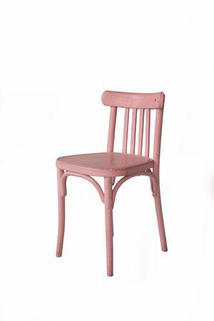 chaise en bois rose sur fond blanc