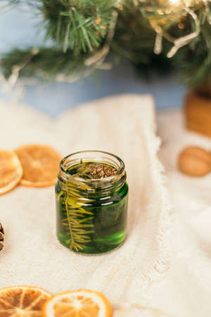 Green honey with pine needles in a glass jar. Glass jar with honey on a christmas atmosphere background. National Recipes. jam 免版税图像