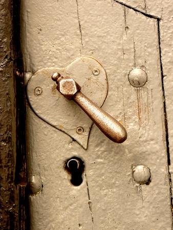 or lock up: Edad en forma de coraz�n y ojo de la cerradura de bloqueo de cerca