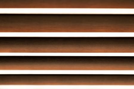 Astratto persiane in legno orizzontali con messa a fuoco selettiva