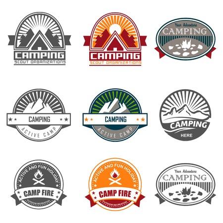 высокогорный: Кемпинг логотип, этикетки и значки. Путешествия эмблемы