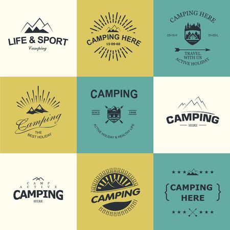 manos logo: Conjunto de insignias retro y etiqueta logo gr�ficos. Insignias de acampada y logo de viajes emblemas