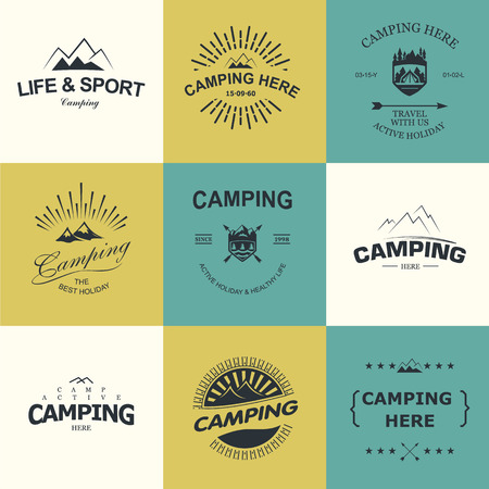 logo voyage: Set de badges rétro et étiquette logo graphiques. badges de camping et logo de Voyage emblèmes Illustration