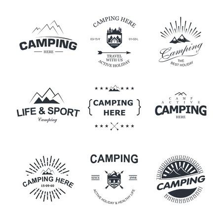 Set van retro-badges en label logo graphics. Camping badges en reizen logo emblemen