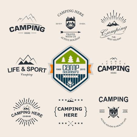 レトロなバッジとロゴのラベルのグラフィックのセットです。キャンプ バッジと旅行ロゴ エンブレム