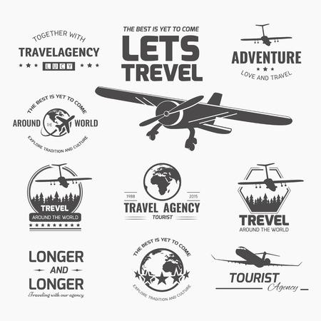 logotipo turismo: Un conjunto de elementos de diseño vectorial logo de agencia de viajes. Avión, viaje, vacaciones