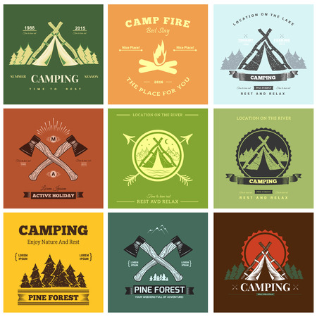 Retro vintage kamp label graphics. Camping outdoor, avontuur en ontdekkingsreiziger. Stock Illustratie