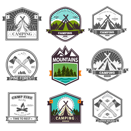 campamento: Vector retro campamento vendimia etiqueta y logo gráficos. Acampar al aire libre, aventura y explorador. Diseño simple y agradable. Viajes y exploración del mundo
