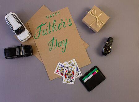 父亲节节日贺卡用灰色的文字背景,残酷