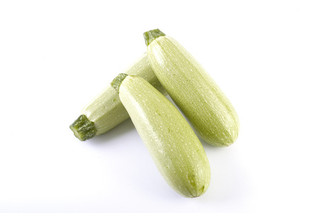 Courgettes on a white background. Courgettes are fresh and delicious. Fresh vegetables on a white background. Banque d'images