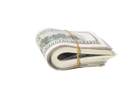 Cien d�lares de billetes de banco torcidos en el fondo blanco