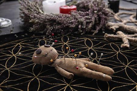 Voodoo doll pierced with pins on table. Curse ceremony Zdjęcie Seryjne