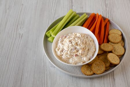 Homemade Pimento Cheese Dip with carrots, celery and crackers, side view. Copy space. Banque d'images