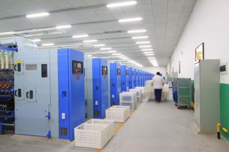 의 Luannan, 2012년 11월 20일 기계 및 Zeao 회전 회사의 회전 생산 라인의 장비는 11 월 20 일 2012 년, Luannan 카운티, 중국이는 허베이 성에서 현대 방적 회사의 가장 큰 스톡 콘텐츠 - 19009946