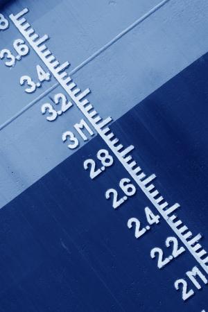 linea de flotaci�n: primer plano de flotaci�n marcada en el buque Foto de archivo
