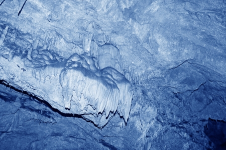 calcium carbonate: stalattiti nel tunnel acqua, paesaggio peculiare della natura