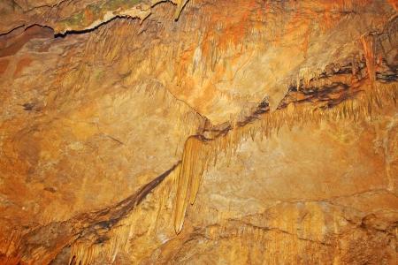 eigenaardig: stalactieten in het water tunnel, bijzondere landschap van de natuur Stockfoto