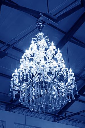 droplight: lampadari in vetro che pendono dal soffitto Archivio Fotografico