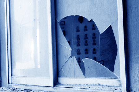 dirty and broken glass window in a factory Standard-Bild