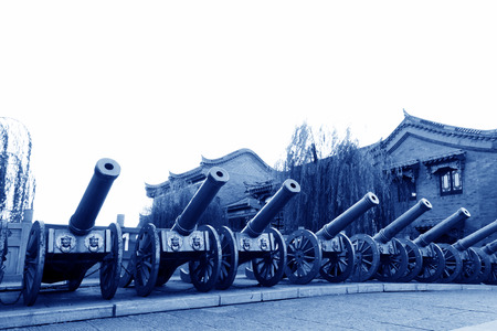 etiquette voyage: Canton de Luan - Novembre 10: Les rangées de canon, le 10 Novembre 2013, le comté de Luan, la province du Hebei, en Chine.